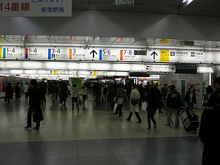 Gneča na tokijski postaji Šinjuku