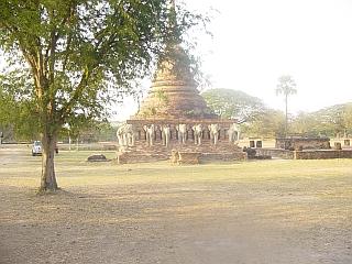 Stupa z belimi sloni