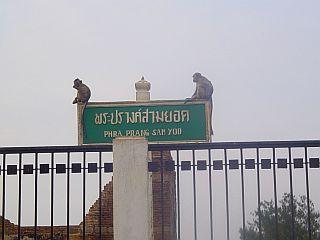 Tabla pred templjem