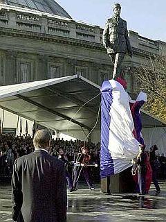 Spomenik de Gaullu v Parizu
