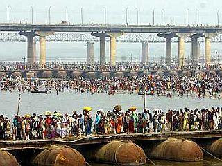 Tradicionalni potop Hindujcev v Ganges