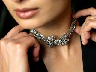 Ogrlica nekdanje ruske carice je bila prodana za 1,5 milijona dolarjev. Foto: EPA