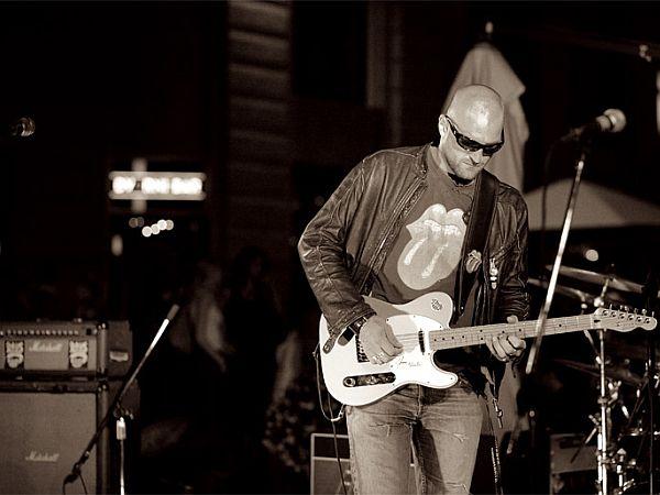 Tribute 2 Love za igranje najraje uporabljajo inštrumente, ki so starejši od njih. A času se ne pustijo povoziti ... Foto: MMC RTV SLO
