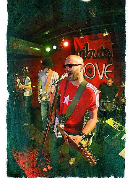 Tribute 2 Love delujejo od leta 2005. Avtorji zmagovalne skladbe Festivala MMC 2008 so klaviaturist Jani Bas, pevec Matevž Šalehar in kitarist Uroš Primožič. Foto: MMC RTV SLO